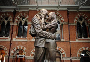 """Fig. 4.35: """"The Meeting Place"""" by Paul Day at St. Pancras Terminal, London"""