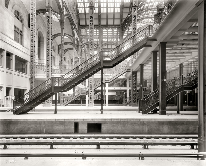 Fig. 7.08: Train platforms at Penn Station, showing the separate exit concourse and glass block floors